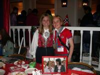 Учасниці з Норвегії - Сольвор та Тріне - на Міжнародному вечері
