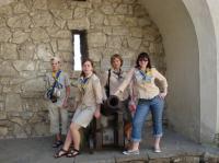 В Олеському замку біля гармати