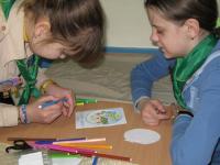 Чернігівські гайди готують листівки на День Роздумів
