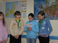 Guides in Chernigiv, reading their card for B.-P.