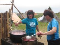 Приготування борщу для норвезьких друзів в таборі